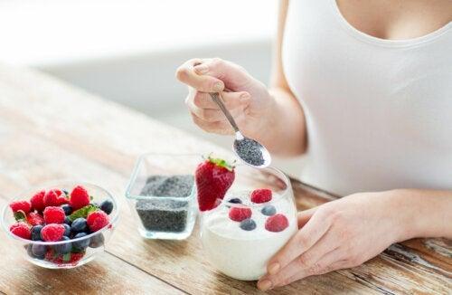 Цельный или обезжиренный йогурт: какой вариант лучше?