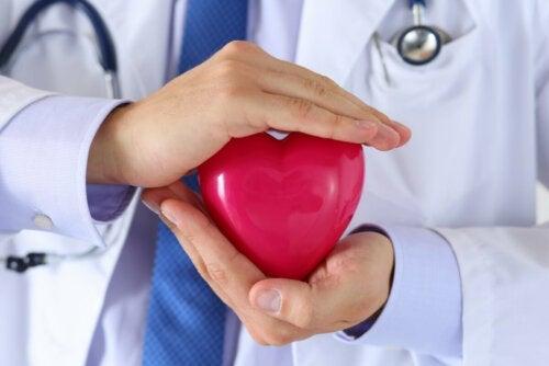 Что такое внематочное сердцебиение и что его вызывает?