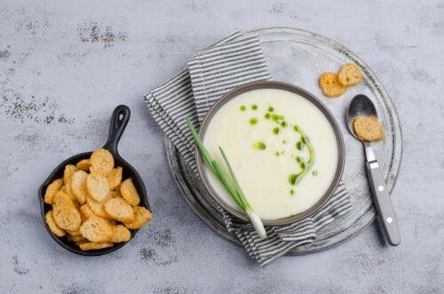 Крем-суп из лука-порея и груши